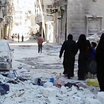Pommitusten jälkiä Aleppossa lauantaina.