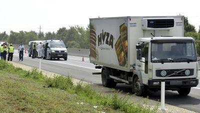 Tiotals flyktingar hittades döda i en lastbil i Österrike 27 augusti 2015.