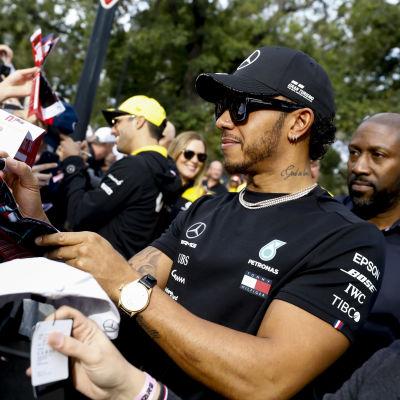 Lewis Hamilton är den bäst betalde chauffören i årets F1-circus.