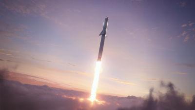 SpaceX tunga raket Starship stiger mot himlen.