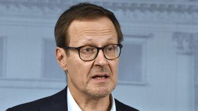 Försörjningsberedskapscentralens t.f. vd Janne Känkänen på långfredagens presskonferens.