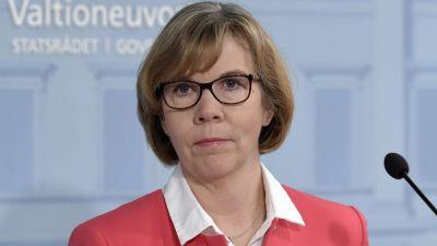 Justitieminister Anna-Maja Henriksson i närbild under regeringens presskonferens den 15 april.