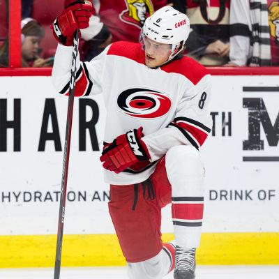 Saku Mäenalanen spelar i NHL.