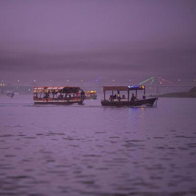 Turisteja kuljetettiin perinteisissä veneissä Sudanin Khartumissa 21. kesäkuuta 2021