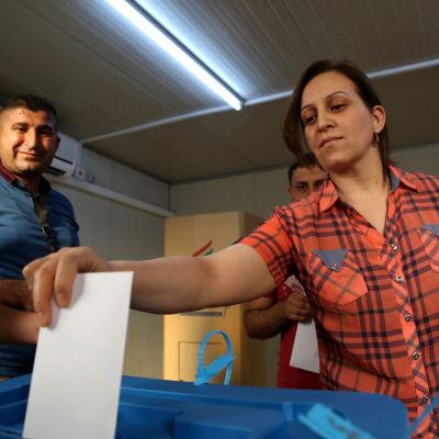 Irakier röstar i den kurdiska folkomröstningen om självständighet