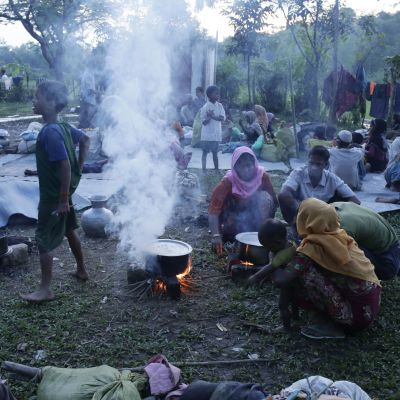 Över 370 000 rohingyer har flytt till Bangladesh sedan slutet av augusti
