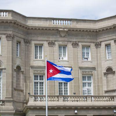 Kubas flagga utanför Kubas ambassad i Washington.