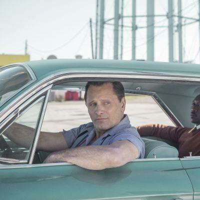 Tony Lip vid ratten och Don Shirley i baksätet.