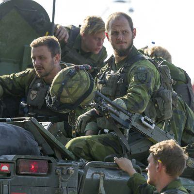 Ruotsin armeijan yksikkö saapumassa Visbyn satamaan sotaharjoituksessa syyskuussa 2016.