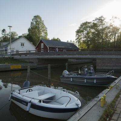 Bild av kyrkbron i Ingå.
