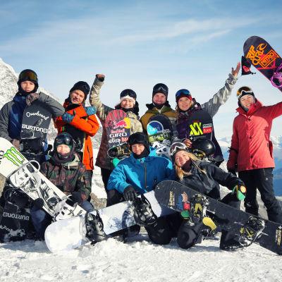 Finlands snowboardlandslag på läger i Saas Fee.