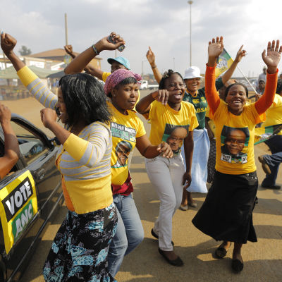 Supportrar av partiet Afrikanska Nationalkongressen i Bekkersdal nära Johannesburg.