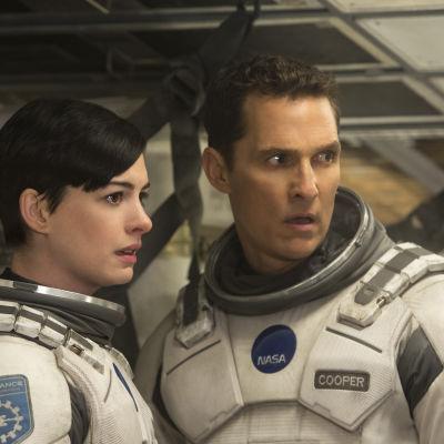 Anne Hathaway och Matthew Mcconaughey i filmen Interstellar.