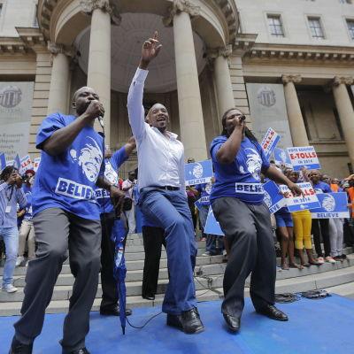 Mmusi  Maimane väljs som första svarta till Democratic Alliance-ledare i Sydafrika.