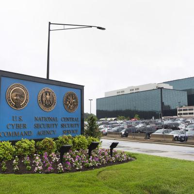 Utanför NSA:s högkvarter i USA.