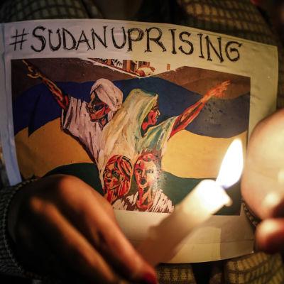 Sudaneser samlas i Kenya för att visa sitt stöd för pro-demokratidemonstranter.