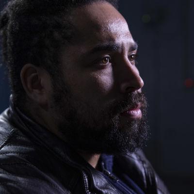 Profilbild på Terence Sam, en svart man med bruna ögon och mörkt skägg.