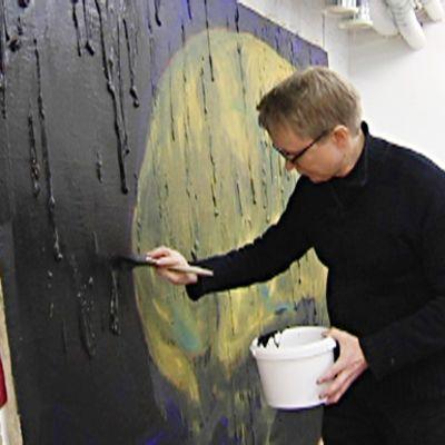 Taidemaalari Mika Vesalahti.