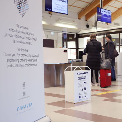 Matkustajia lähdössä Kemi-Tornion lentoasemalla