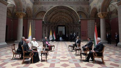 Medierna hade inget tillträde till konstmuséet i Budapest varken före eller efter påvens möte med Ungerns premiärminister och president.