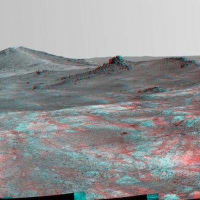 Mars-mönkijä Opportunityn ottama stereograafinen panoraama 'Spirit of St. Louis' -nimisestä kraaterista Marsissa maaliskuun lopulta 2015.