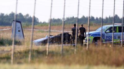 Potkurilentokone syöksyi maahan pian nousun jälkeen lähellä Örebron lentokenttää torstai-iltana.