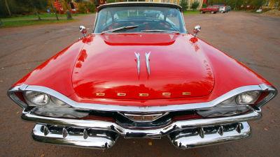 """""""Dollargrinet"""" på en 1957 Dodge Custom Royal"""