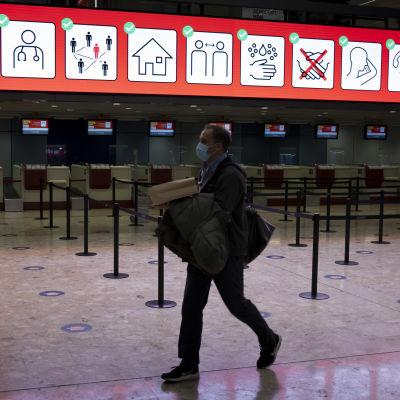 I bland annat Genève har man redan gått in för en nedstängning. På bilden Genèves flygplats.