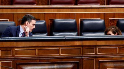 Spaniens premiärminister Pedro Sanchez i det nästan tomma spanska parlamentet