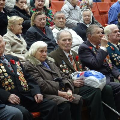 Krigsveteraner på fest i Kiev inför segerdagen 2015