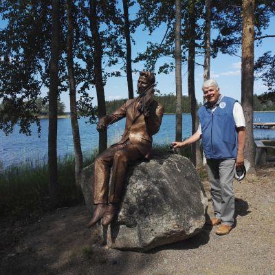 Maakuntajohtaja Matti Viialainen