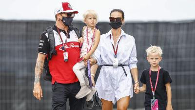 Kimi Räikkönen tillsammans med sin familj.