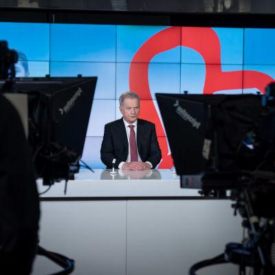 Suomen tasavallan presidentti Sauli Niinistö avaamassa televisiopuheellaan vuoden 2020 Yhteisvastuukeräystä, Yleisradion C-studio, Helsinki, 30.1.2020.