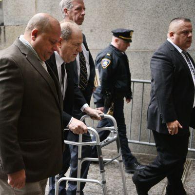 Harvey Weinstein anländer till rättegången i New York den 6 januari 2020.