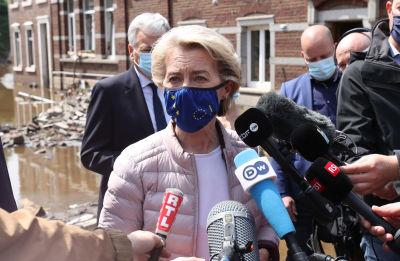 EU-kommissionens ordförande Ursula von der Leyen besöker översvämningsdrabbade områden i östra Belgien.
