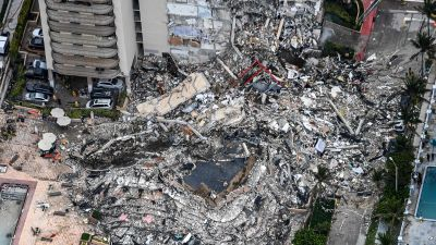 Ungefär hälften av de 136 bostäderna i huskomplexet drogs med i kollapsen och totalförstördes.