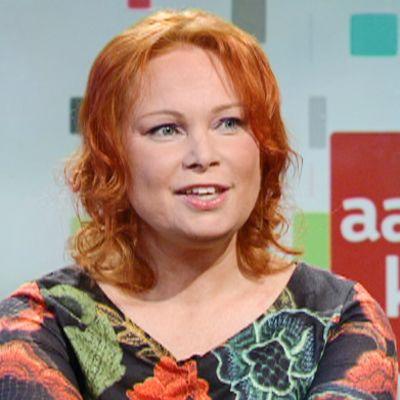 Kirjallisuusosiossa puhuttiin tällä kertaa uskottomuudesta kirjailija Niina Revon kanssa.
