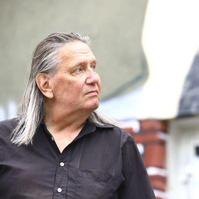 Dingon kitaristi Jonttu Virta Porin Annankatu kuudessa.