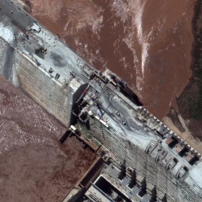 Satellitbild av den stora etiopiska renässansdammen som byggts sedan 2011.