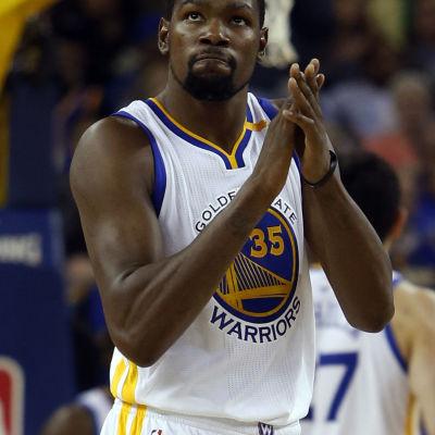 Kevin Durant är en basketstjärna i USA.