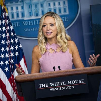 Kayleigh McEnany puhui lehdistötilaisuudessa Valkoisessa talossa.