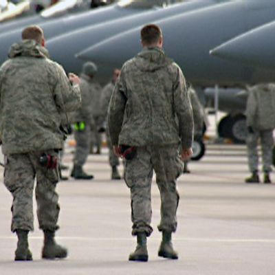 Sotilaita ja hävittäjiä