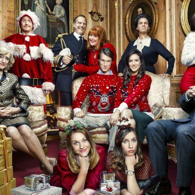 Rempseä brittiparodia kertoo maailman kuuluisimmasta kuningashuoneesta ja sen perheenjäsenten joulunvietosta.
