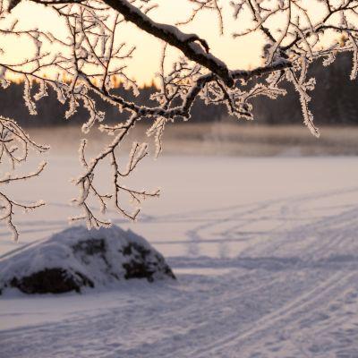 Pilvilampi talviaamuna.