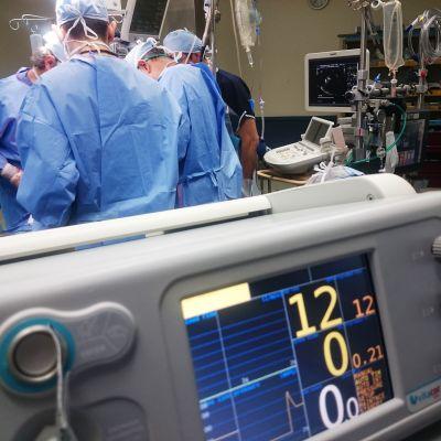 Operaatio sairaalassa.