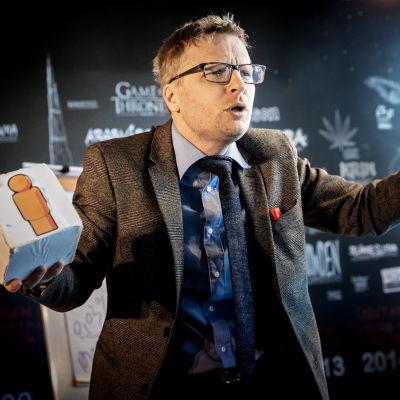 På bilden skådespelaren Oskar Pöysti i rollen som Hans Rosling.