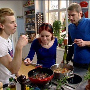 Ella och Matia smakar av Pauls falska tupp