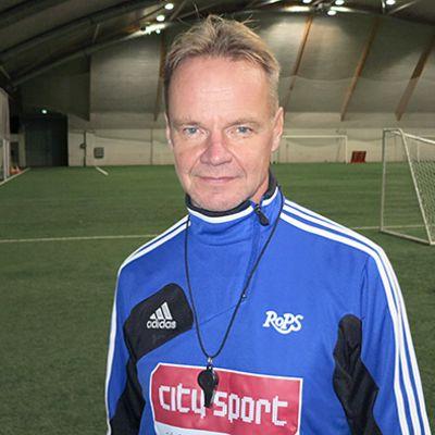 Juha Malinen nurmella RoPS:in harjoituksissa.