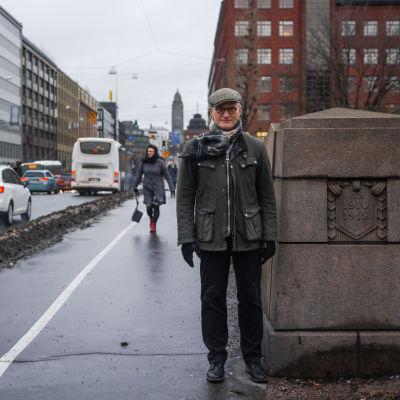 Porträtt på Henrik Meinander, professor i historia vid Helsingfors universitet, på Långa bron i Hagnäs i Helsingfors.