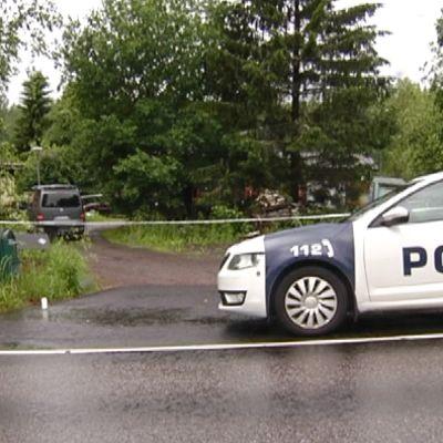 Poliisiauto tapahtumapaikalla Vihdissä.